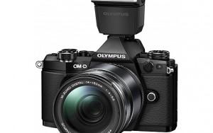Olympus E-M5 Mark II 16 megapiksel sensörü ile 40 MP fotoğraf çekebiliyor