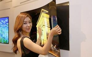 LG'nin yeni OLED ekranı magnet kullanarak duvara monte edilebiliyor