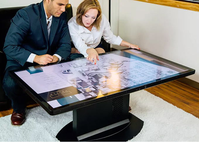 4K interaktif dokunmatik ekranlı sehpa