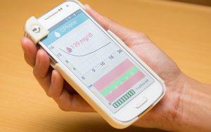 Kan şekeri ölçen cep telefonu kılıfı