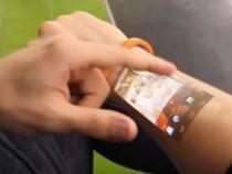 Projektör özellikli akıllı saat ile dokunmatik ekran kolunuzda