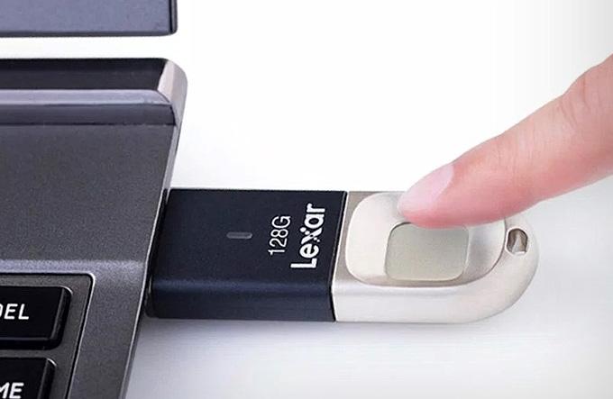Parmak izi sensörlü USB bellek