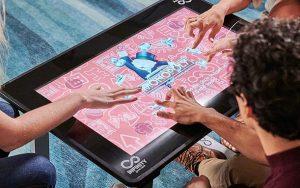 Kutu oyunlarınızı dokunmatik ekranlı oyun masasında oynayın